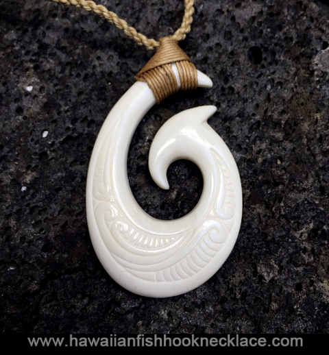 tribal-engraved-hook-necklace